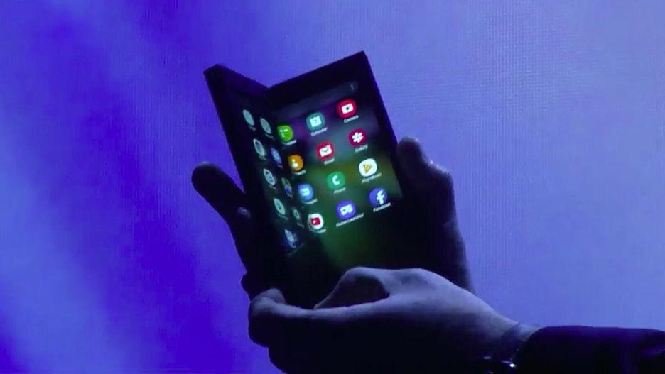 Photo of Samsung a prezentat primul telefon pliabil al companiei