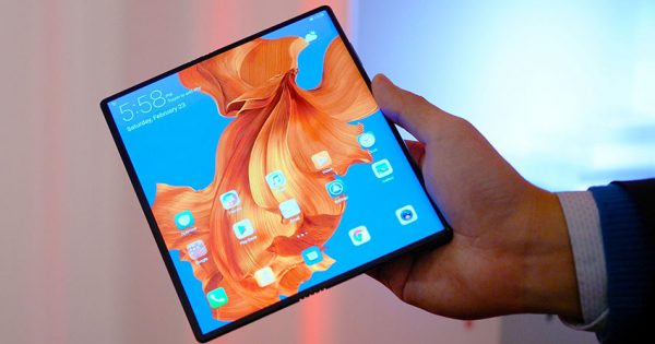 Huawei Mate X depliat