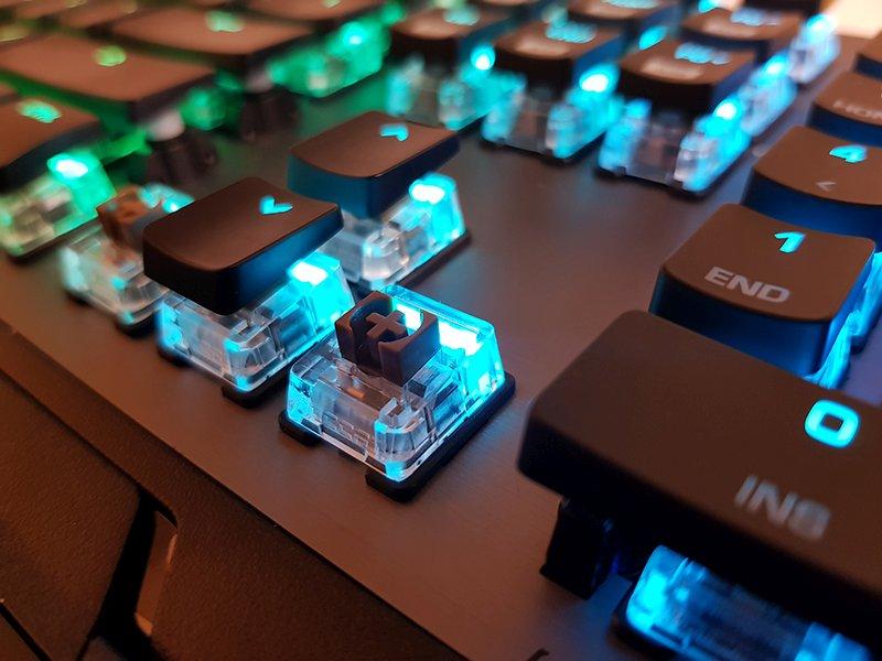 Switch-urile TITAN dezvoltate inhouse de ROCCAT aduc un aer fresh binevenit pe piata tastaturilor mecanice.