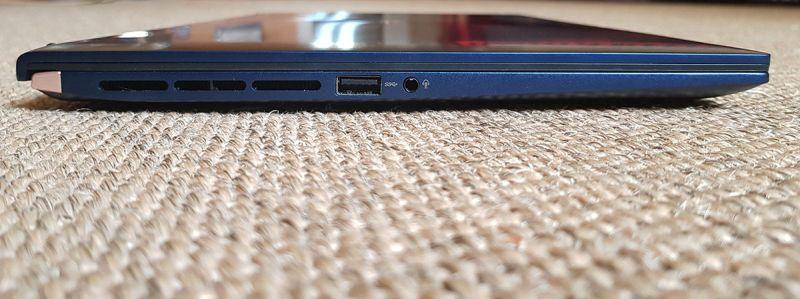 Fantă de evacuare a aerului cald, 1 x USB 3.0 Tip-A (până la 5Gbps), conector audio