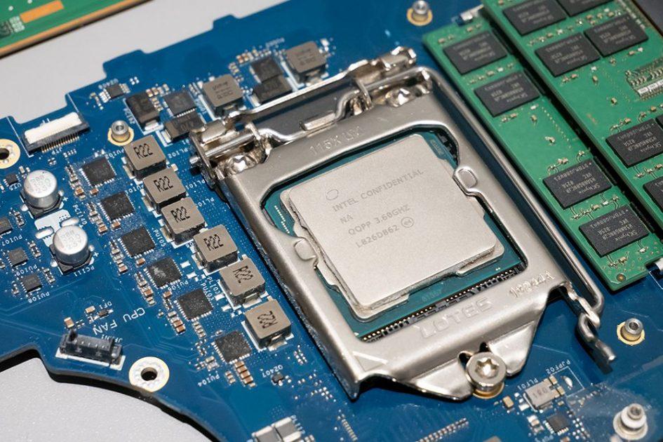 Procesor Desktop Intel Core i7-9700K sau i9-9900K desktop într-un notebook totuși destul de compact. Asta înseamnă upgradabilitate cu adevărat. (nota editorului: nu, nu noi am desfăcut laptop-ul, chiar nu merită să-l dezmembrăm în halul acesta. Imaginile sunt de la lansarea Dell din Tokyo, credit http://s-max.jp)