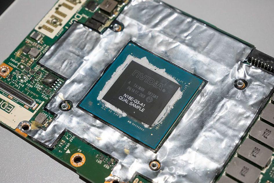 Pariul Dell: noul modul DGFF (Dell Graphics Form Factor). Să aibă acesta o viață mai lungă decât modulul MXM? Timpul va răspunde la această întrebare. Foto: de la lansarea Dell din Tokyo, credit http://s-max.jp)