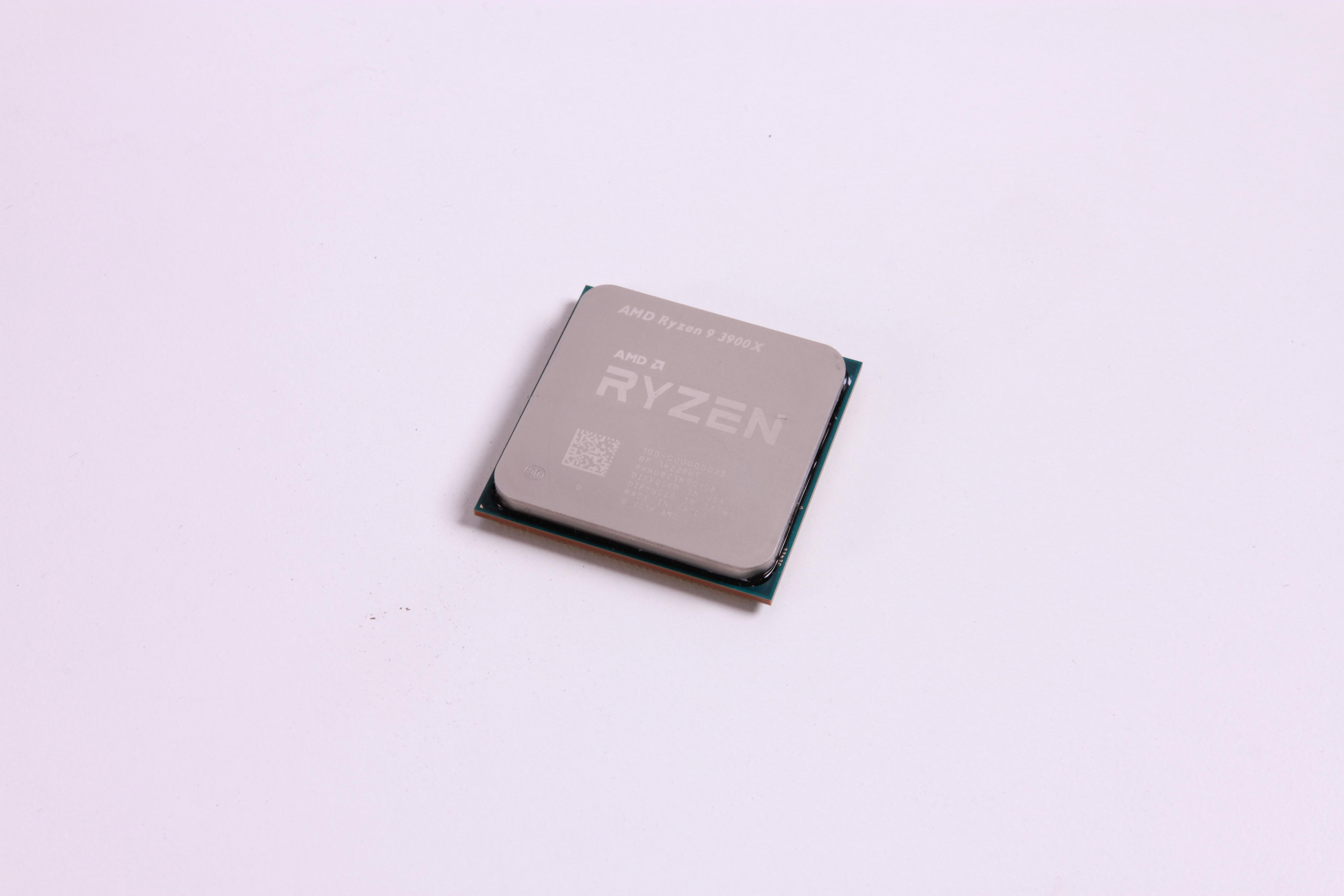 Photo of Pentru a sarbatori noua lansare de la Intel, AMD ieftineste Ryzen 9 3900X