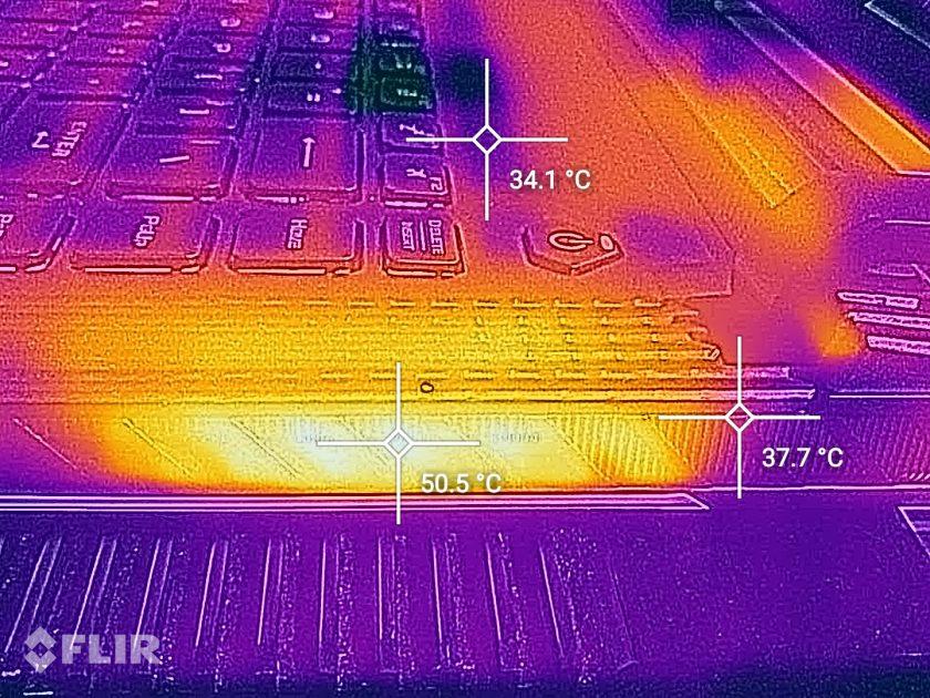 Așa arată harta termică a unui sistem de răcire eficient: HOT la evacuare, tastatură destul de rece (călduță)
