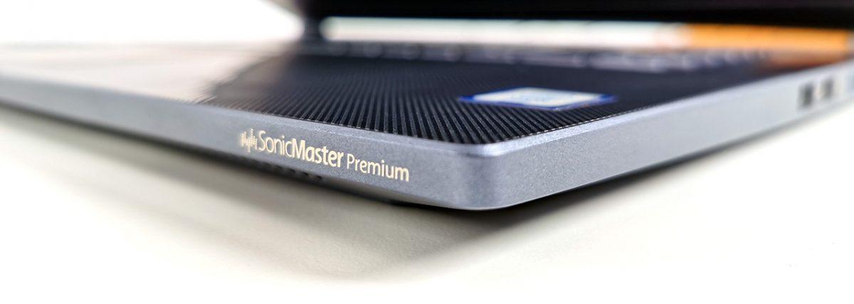 """ASUS ProArt StudioBook Pro 17 W700G2T: striații fine, """"șănțulețe"""" pe palm rest"""