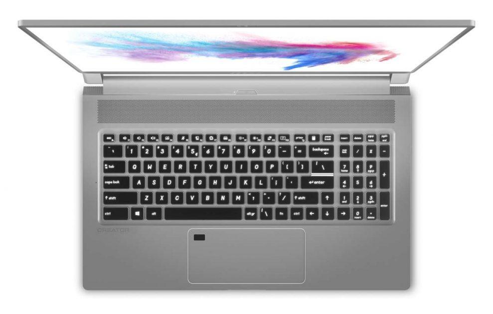 Tastatura full pe modelul MSI Creator 17, touchpad mare, generos. Doar tastele direcționale putea fi izolate un pic mai bine, părerea noastră. Tehnologia Mini LED face ecranul un pic mai gros.
