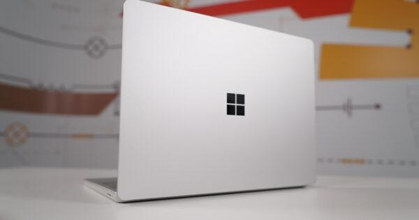 Review Microsoft Surface Go: ultraportabilul caruia ii place la scoala