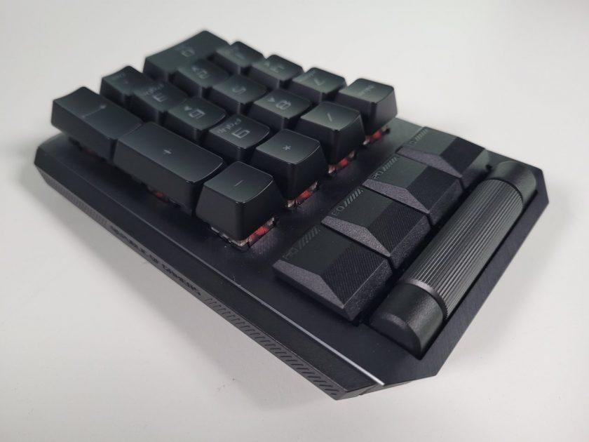 ROG Claymore II - Numpad detașabil, ce se poate instala pe ambele părți ale tastaturii TKL
